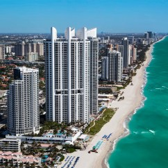 Hotels In Miami With Kitchen Gray Table And Chairs Supervisor Job Trump International Beach Resort Sunny
