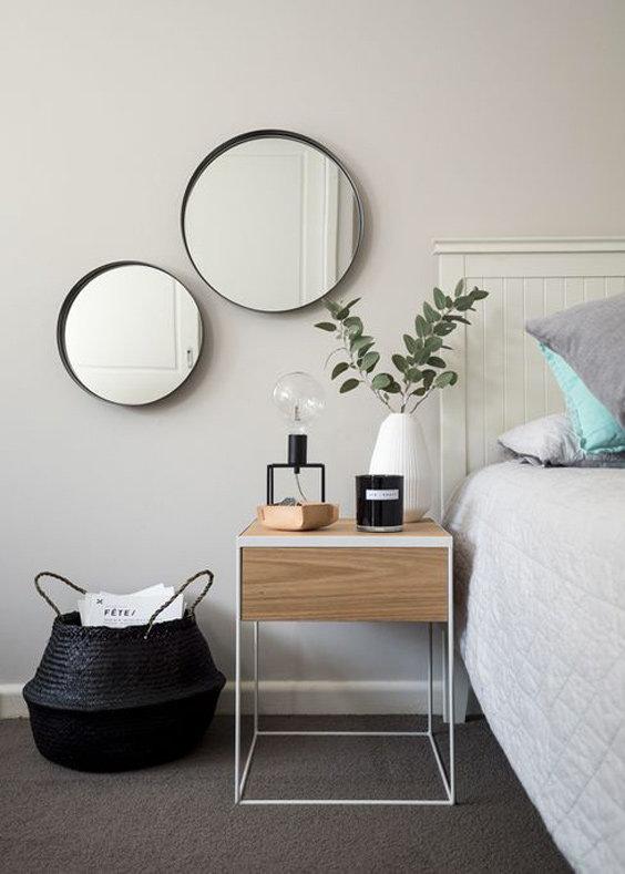 Chambre classique contemporain bleu vert marron blanc noir gris bois osier peinture miroir