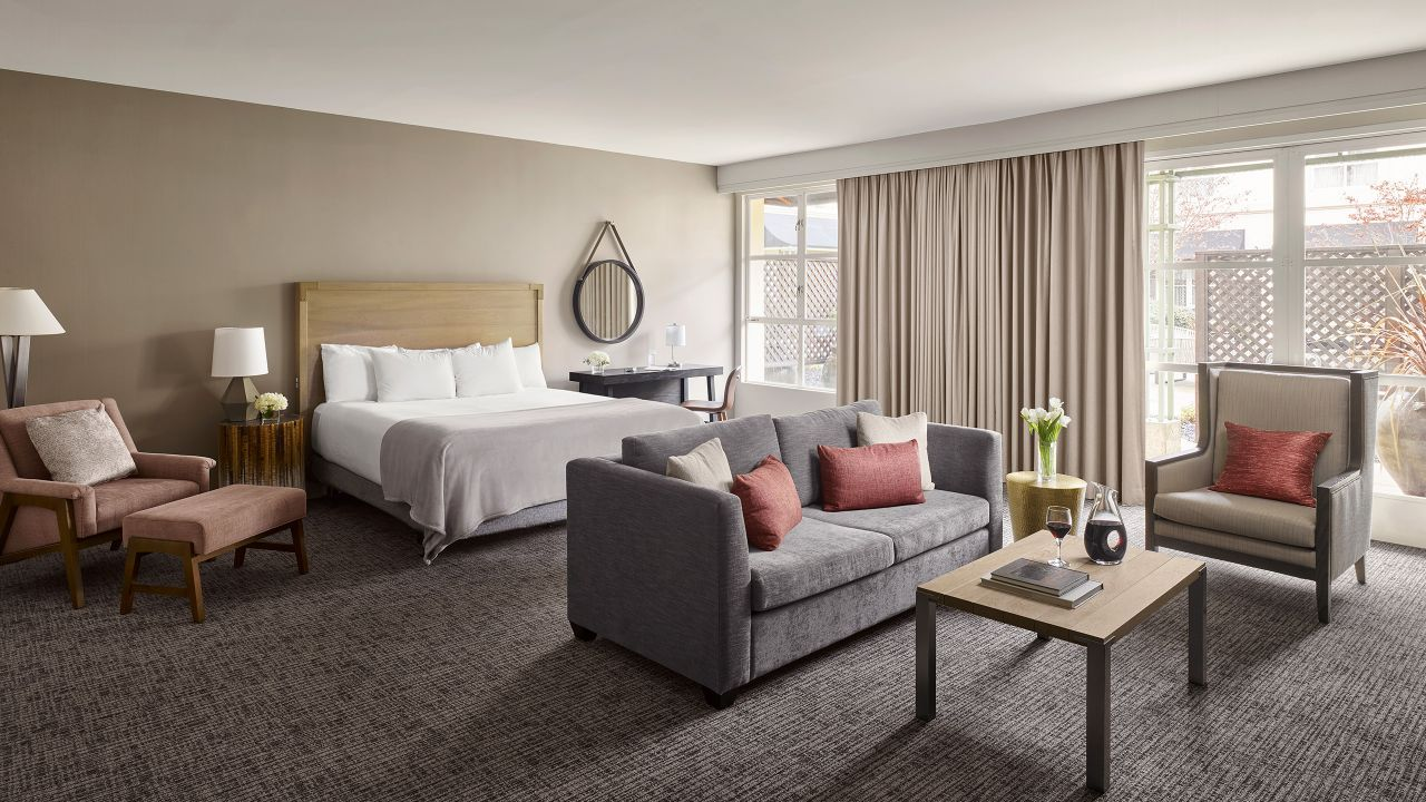 wine country living room wall decorations hotel rooms in sonoma county ca hyatt regency accessible executive king with patio
