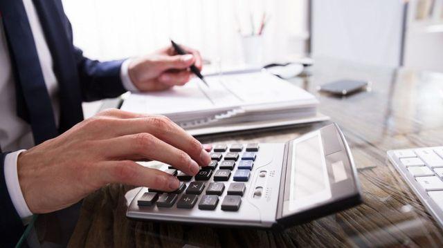 Los trabajadores y jubilados que cobran un sueldo bruto de $175.000 ahorrarán 4,75% de su sueldo