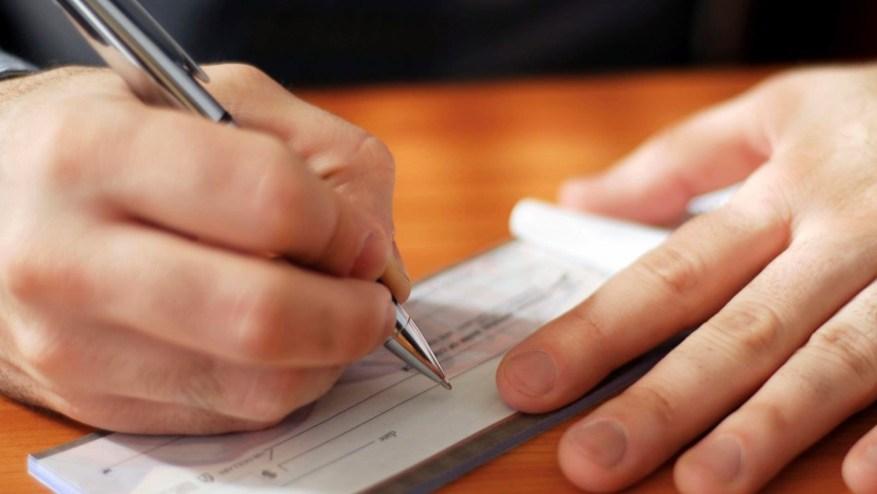 Decisión del BCRA: los bancos volverán a aceptar cheques sin receta.