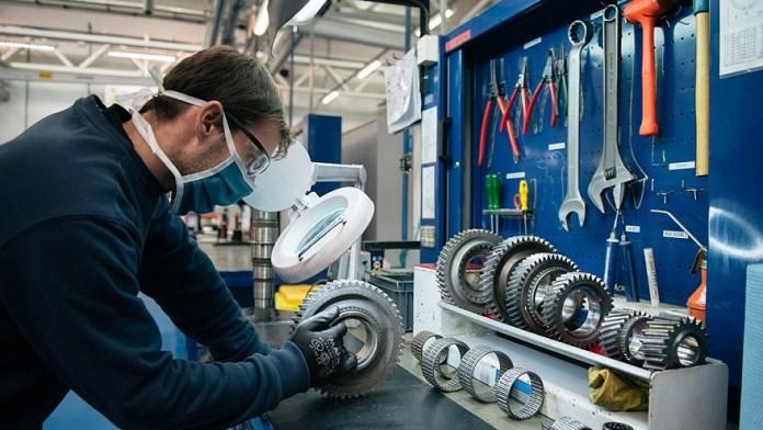 Las fábricas automotrices recibirán incentivos fiscales.