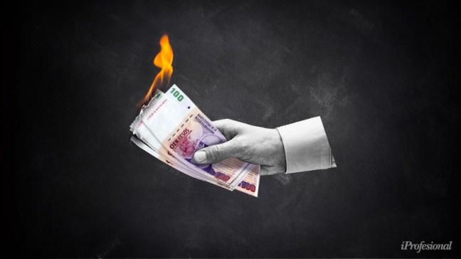 El dato de la inflación llega cuando gremios, Gobierno y empresas negocian un nuevo salario mínimo.