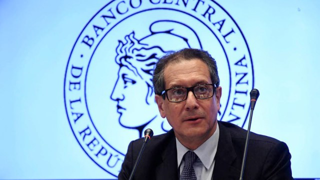La gestión de Pesce está condicionada a que pase el temblor cambiario porque brotan las críticas.