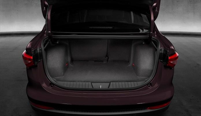 Fiat Cronos, uno de los autos más vendidos, con mejor espacio interior.