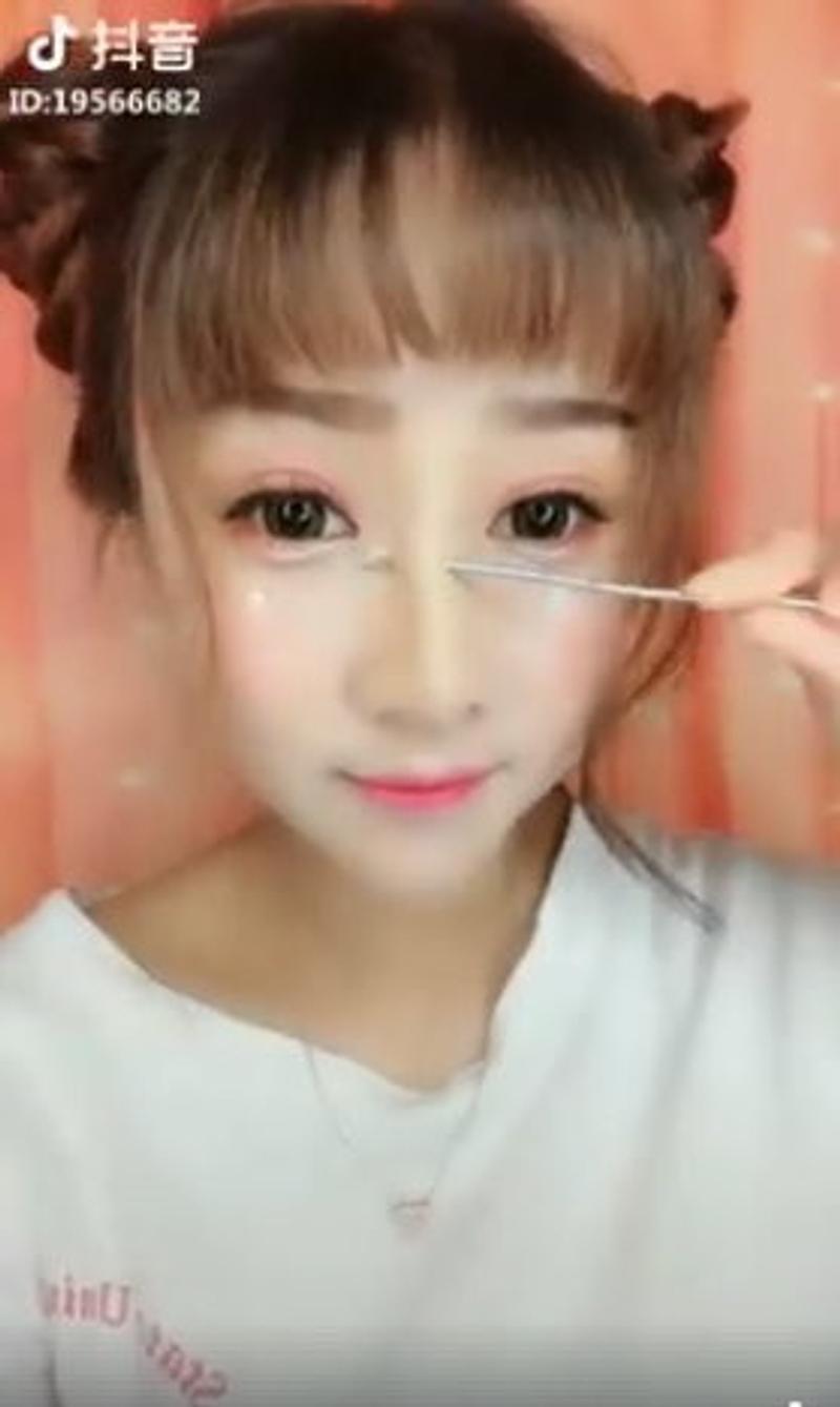 抖音內的美女不能相信!接近特殊化妝技巧讓外國人驚呆 - JUKSY 街星