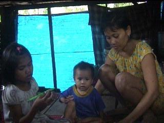 Begitu berat beban yang harus ditanggung Darwati menghidupi enam anaknya
