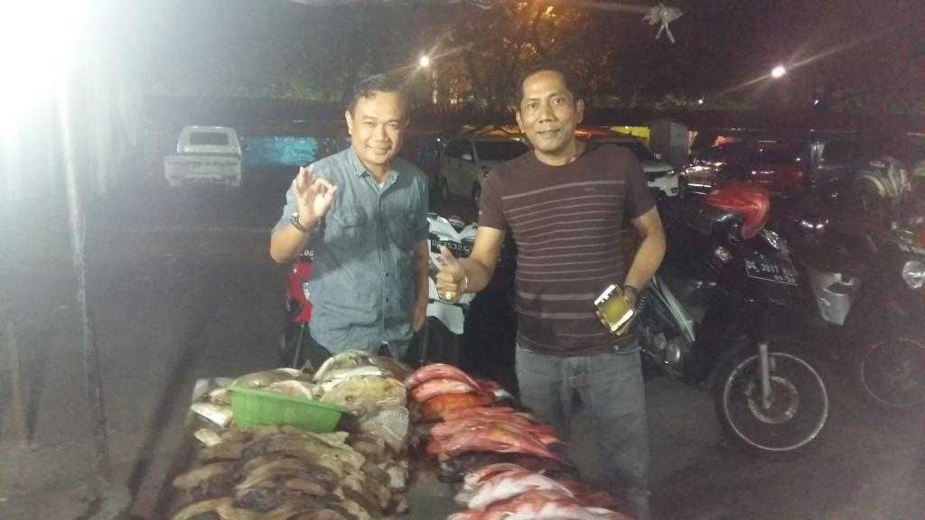 Malam dan ikan karang bakar (foto: Kamaruddin Azis)