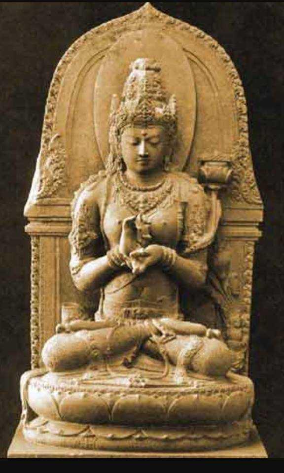 Wayang merupakan cerita yang bersumber dari kitab ramayana dan mahabarata yang kemudian dikembangkan dalam tradisi pertunjukan wayang. Arca Kuno tanpa Kepala dari Jambi Dipamerkan di Eropa