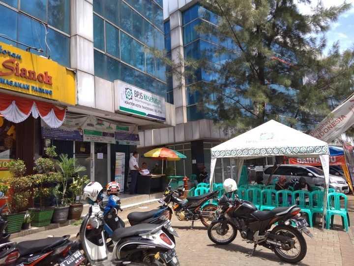 Kondisi kantor BPJS yang cenderung sepi mendekati jam 12 siang | Foto: Rifki Feriandi
