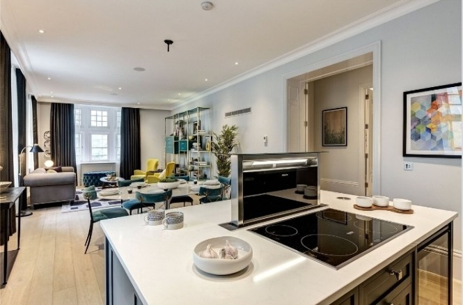 The Tavistock In Covent Garden Is Noted For Its Luxury Rako Lighting And Polished Nickel Ironmongery Throughout Everyone S Idea Of Diffe