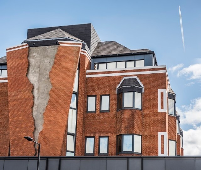 The Brickwork On This Building Is Cracked Open Revealing Plain Concrete Beneath Shoddy Construction Earthquake Damage Nope Its Art