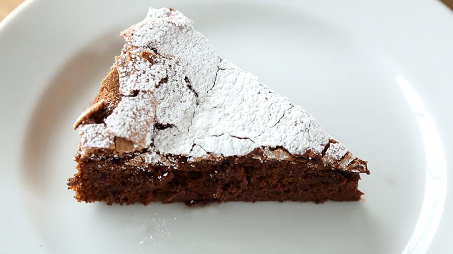Video 4Ingredient Flourless Chocolate Cake  Martha Stewart