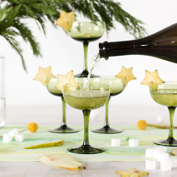 cocktail_holiday_champagne_1217.jpg (skyword:213249)