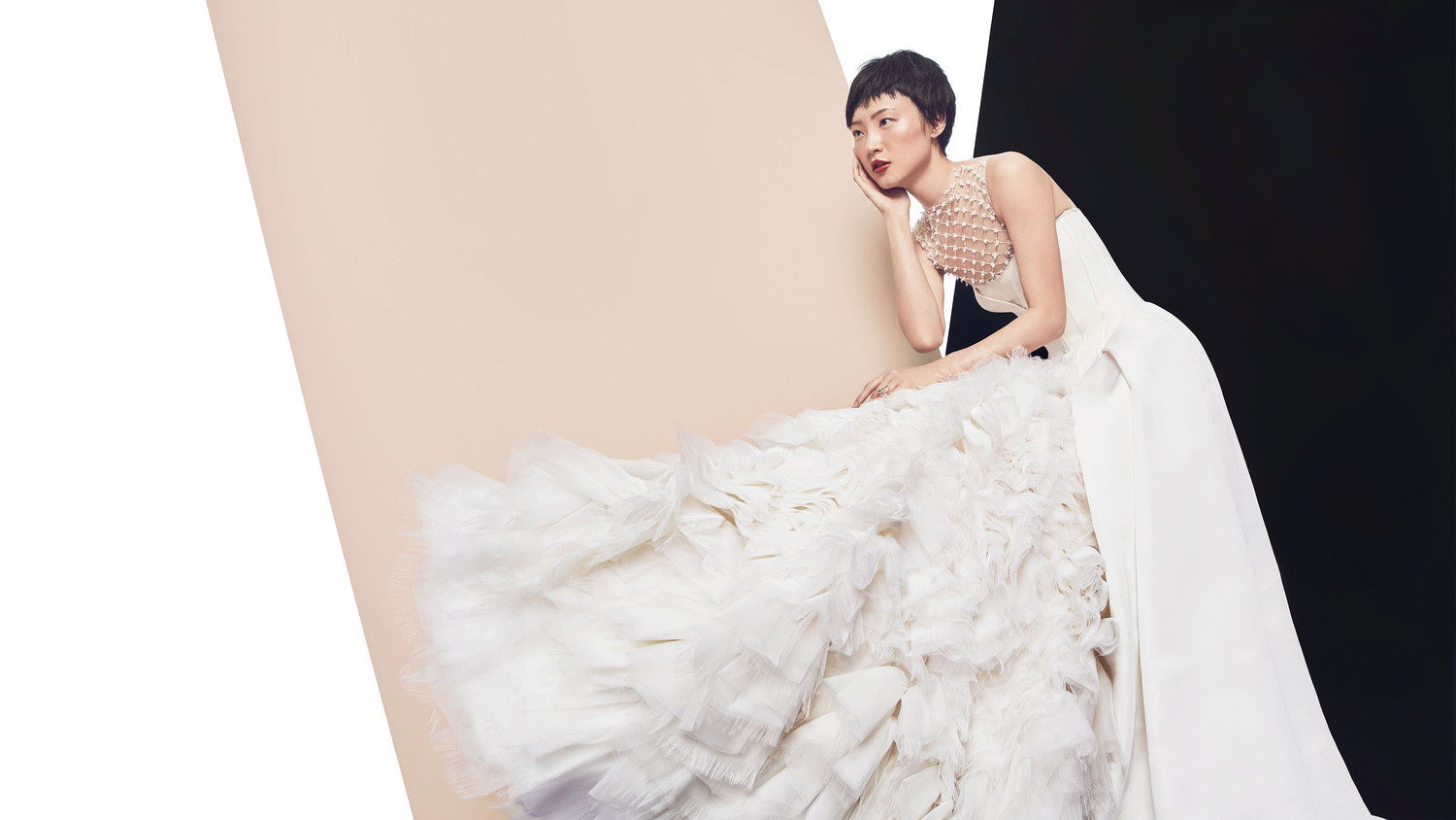 Dramatic Wedding Dresses For The Bride Who Wants To Make A