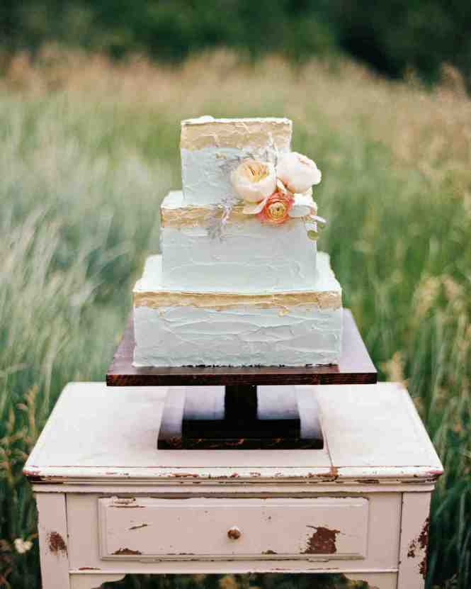 Small Wedding Cake With Roses