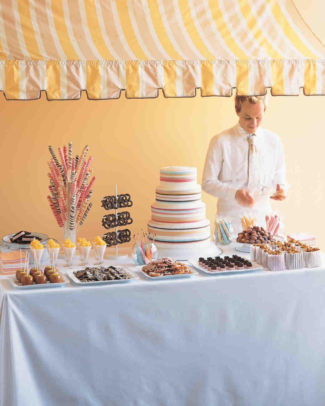 8 Wedding Snack Bar Ideas for Serving Food and Drinks to