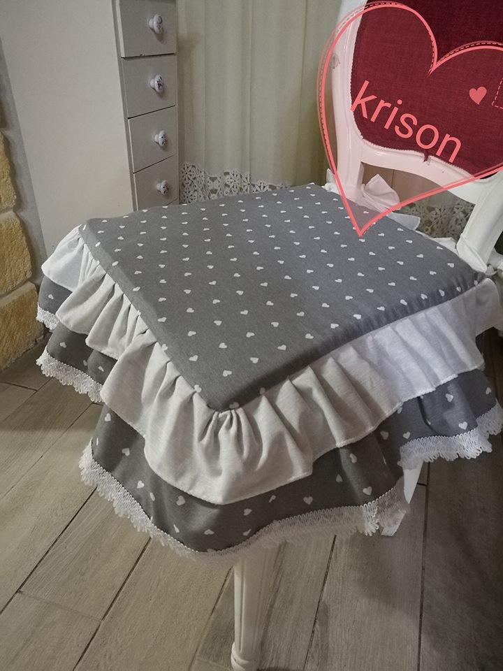 cuscini sedia stile shabby fantasia cuoricini grigio e bianco fatto  su MissHobby