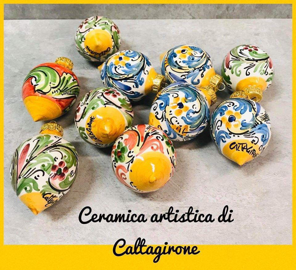 La ceramica di caltagirone dipinta a mano è un tipo di ceramica elaborata nell'omonimo centro. Palline Di Natale In Ceramica Di Caltagirone Per La Casa E Per Su Misshobby