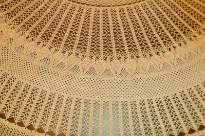 copritavolo rotondo in cotone ecru fatto con luncinetto  Per la  su MissHobby