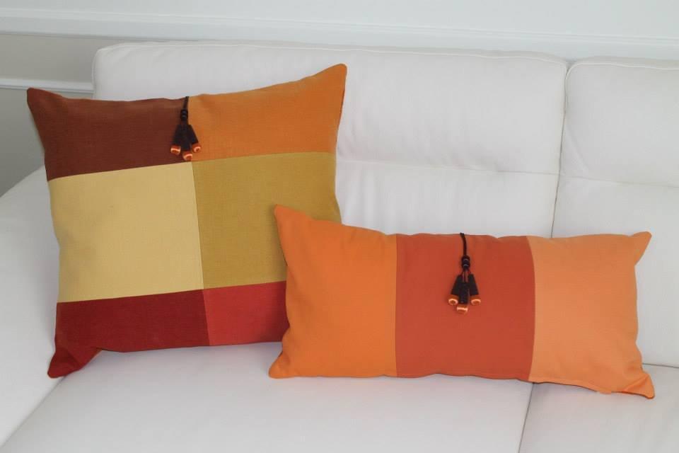 coppia di cuscini con nappine marroni in gradazione color arancio   su MissHobby