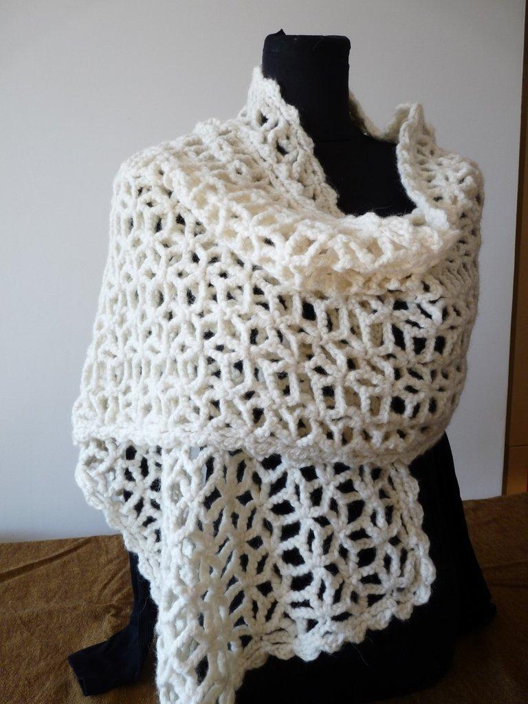 Stola in lana realizzata alluncinetto  Donna