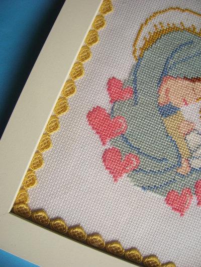 Quadro Madonna con bambino realizzato a punto croce su