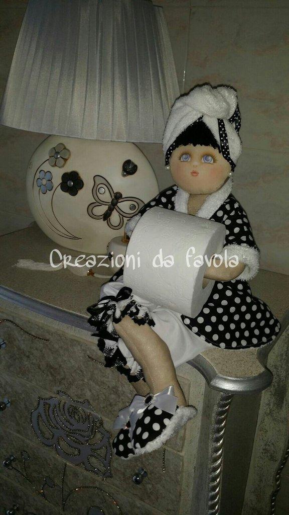 Bambola portarotolo con rotolo carta igienica  Per la