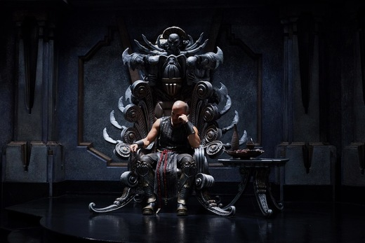 https://i0.wp.com/assets.moviefanatic.com/photos/xlarge_l/riddick-throne-still_5.jpg