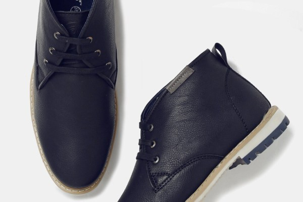 Roadster Men Navy Solid Mid-Top Derbys