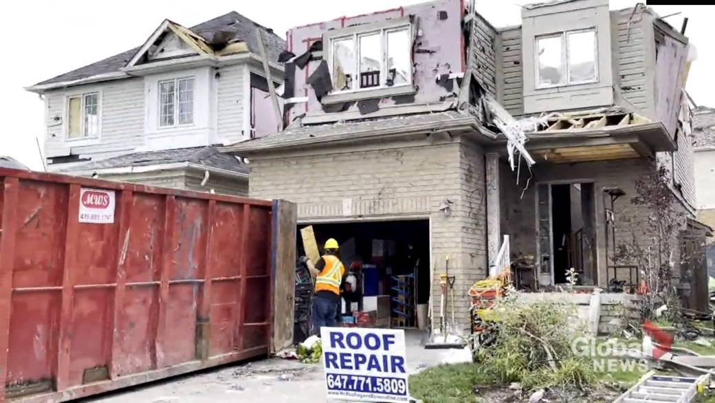 'Barrie assemblage  comes unneurotic  arsenic  tornado clean-up efforts intensify'