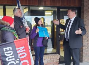 Teachers rally outside of MPP Dave Smith's office