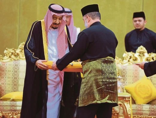 His Majesty SPB YDP Along XV Tuanku Sultan Muhammad V bestowed nation's highest award DMN award to His Majesty King Salman Ibni Abdul Aziz Al-Saud