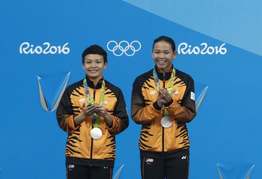 Olympics) Divers Cheong Jun Hoong and Pandelela Rinong win silver, first medal for Malaysia in Rio 2016