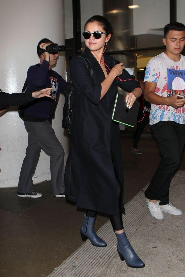Selena Gomez Camuflata Din Cap Pana In Picioare. Ce