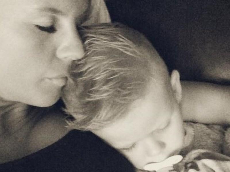 Amélie Neten : Maman comblée par le premier «Je t'aime» de son petit Hugo !
