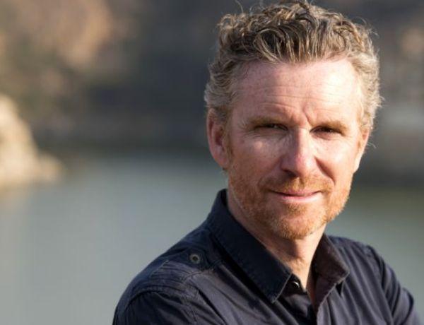 Denis Brogniart à Bali : frayeur pour l'animateur suite à un tremblement de terre
