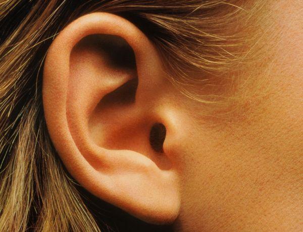 Transformation extrême : Un jeune Australien se retire l'intérieur des oreilles