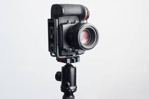 Nikon D810 с присоединённой L-plate