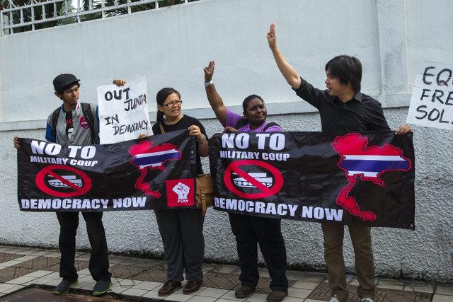 SALUTE. Malaysian NGO members hold a poster before handing a memorandum to a representative of the Thai Embassy in Kuala Lumpur, Malaysia, 02 June 2014. Ahmad Yusni/EPA