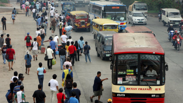 DAILY COMMUTE. Thousands of Filipinos ride buses each day. File photo by Rolex Dela Pena/EPA