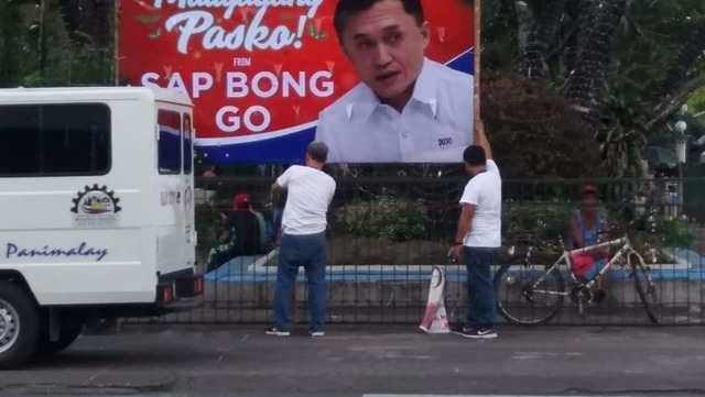 "VIOLATION. The Silay City government takes down the tarpaulin of former special assistant to the President Christopher ""Bong"" Go displayed at the public plaza due to violation of a local ordinance. Photo from Silay City Mayor Mark Golez Facebook page"