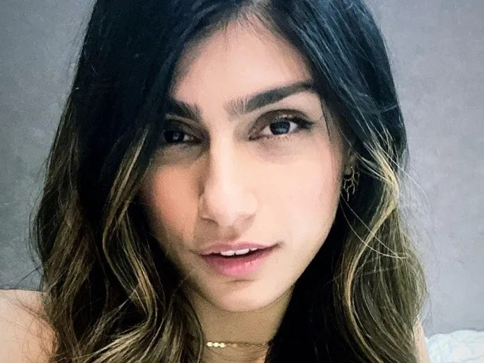 Mia Khalifa boasts his abdomen with video of before and after(Instagram)