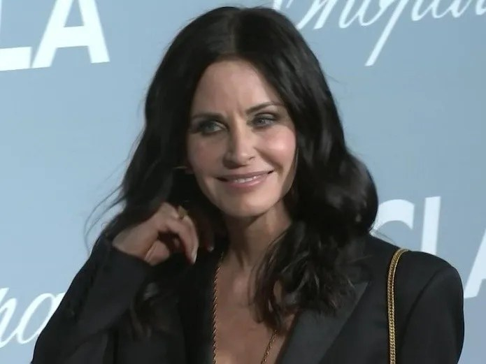 Filtered the first images of Scream 5 Courteney Cox returns! (AP)