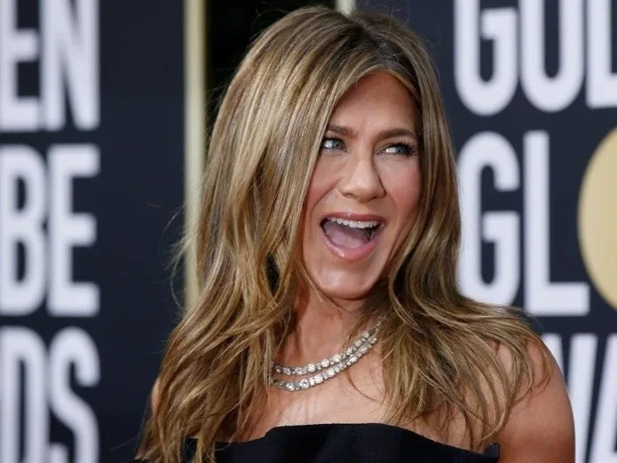 At 51, Jennifer Aniston shows off her body with envy (Reformation)