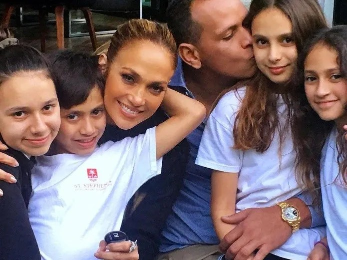 Jennifer Lopez, Chiquis Rivera, and other famous parents who are good in the story.(Especially Instagram)