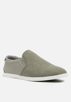 Mens Slip Ons And Loafers