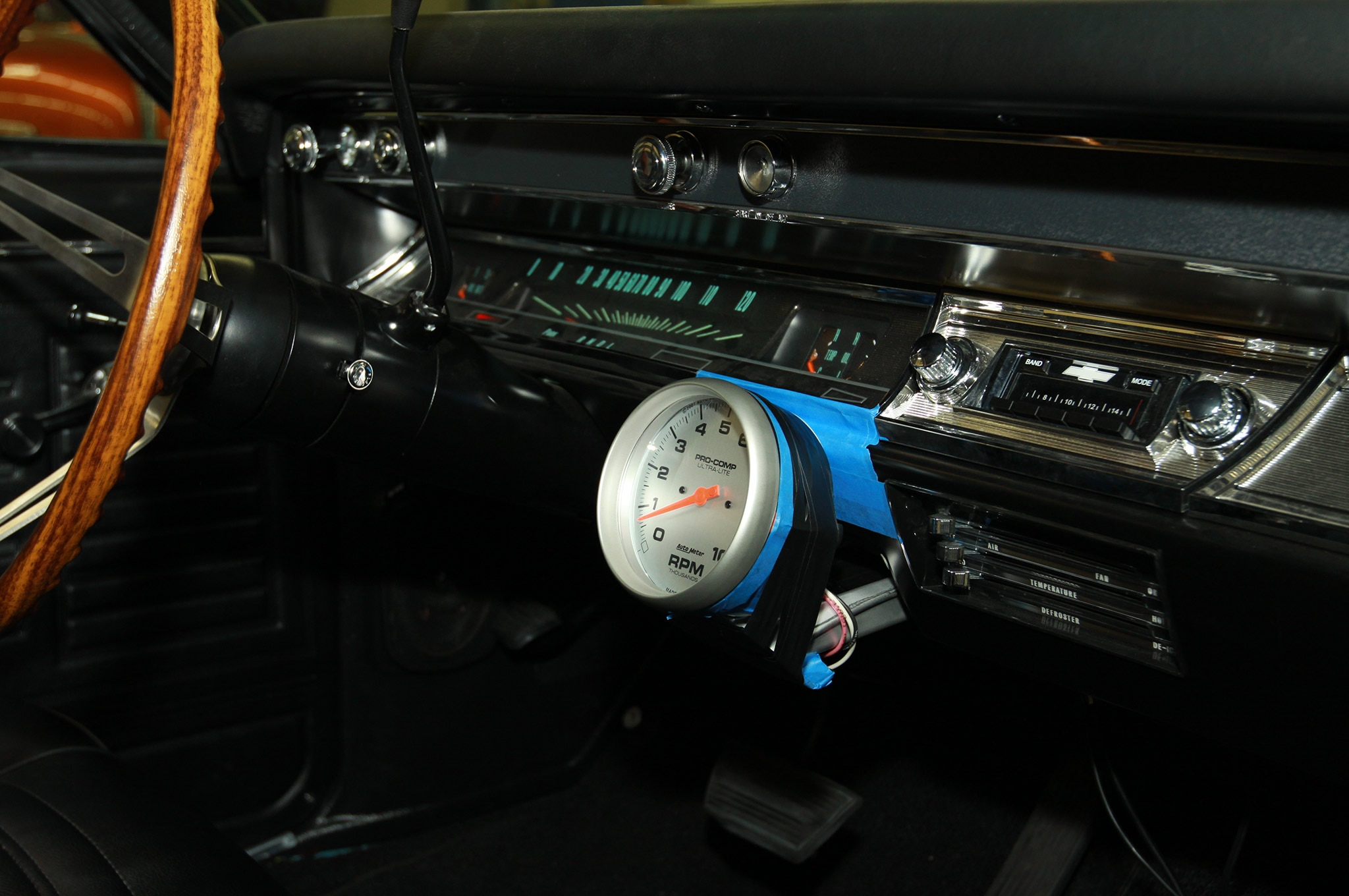 hight resolution of auto meter electronic tachometer