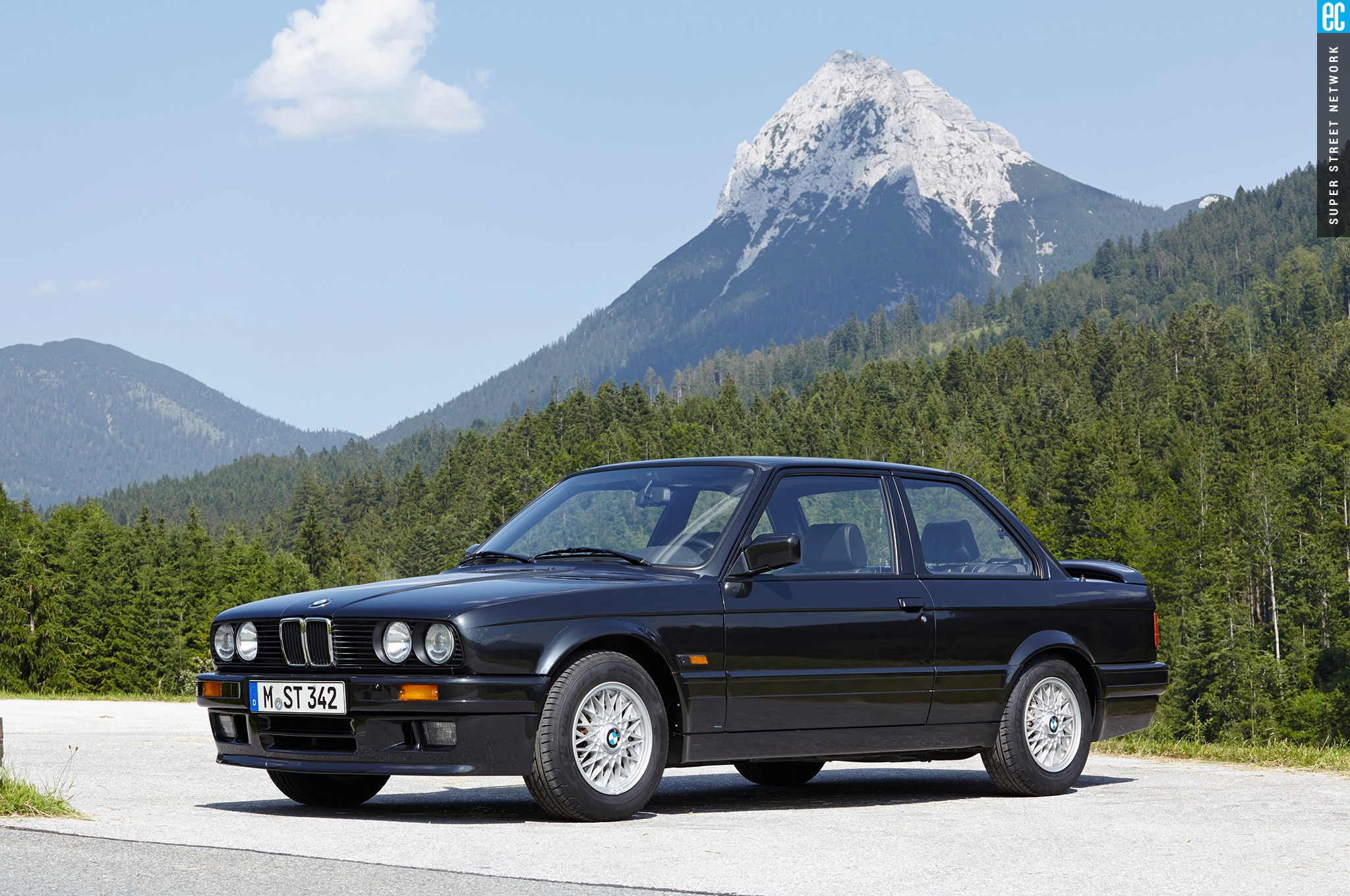 hight resolution of bmw e30 3 series front three quarter