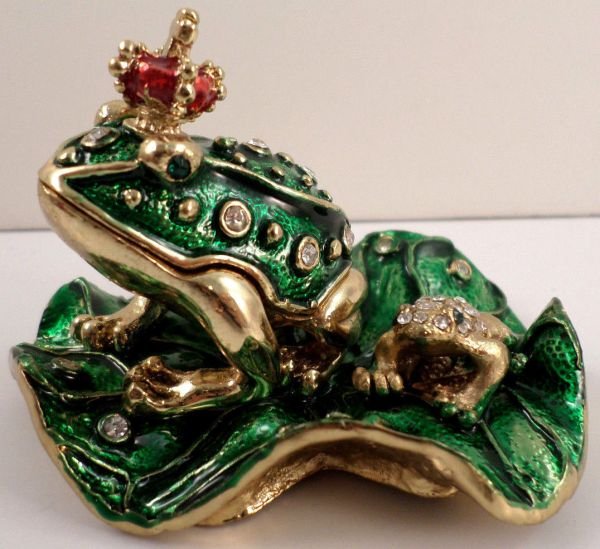 Frog Prince And Baby King Lilly Pad Qifu Collectible